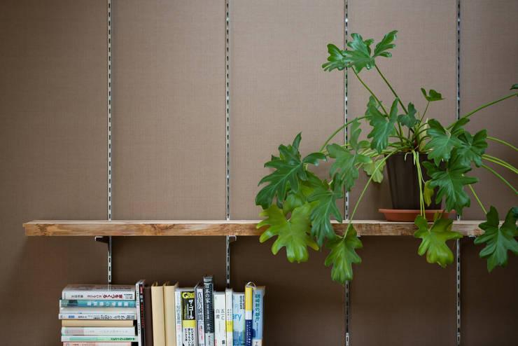本棚: 一級建築士事務所 SAKAKI Atelierが手掛けた壁です。,