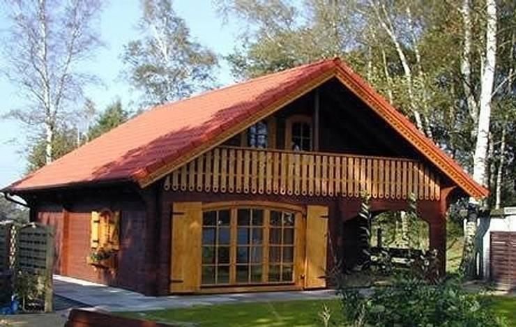 chalet modello lori 1: Casa in stile  di CasediLegnoSr,