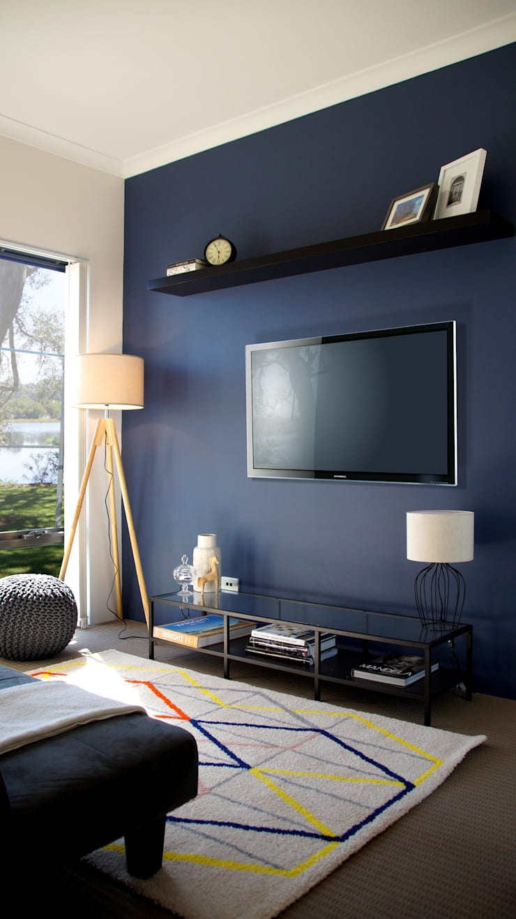 Gaming Room/Guest Room :  Living room by Adorn Interior Design