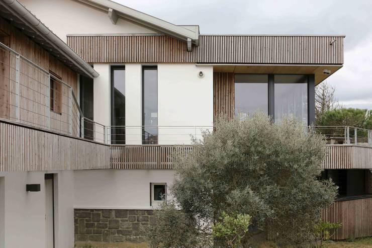 Réhabilitation et extension à Bidart: Maisons de style  par Atelier d'Architecture Christophe Létot