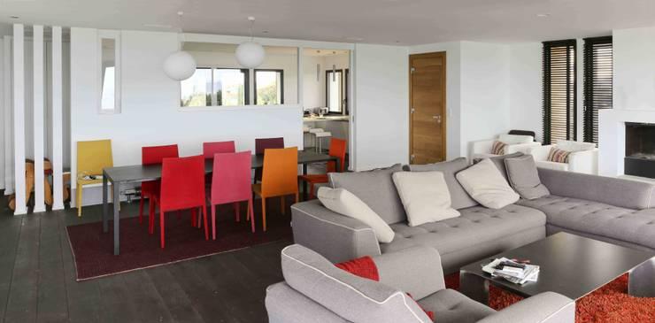 Réhabilitation et extension à Bidart: Salon de style  par Atelier d'Architecture Christophe Létot