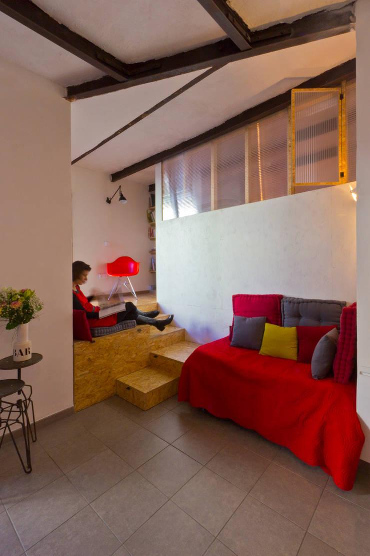 Salas / recibidores de estilo  por Atelier RnB, Moderno