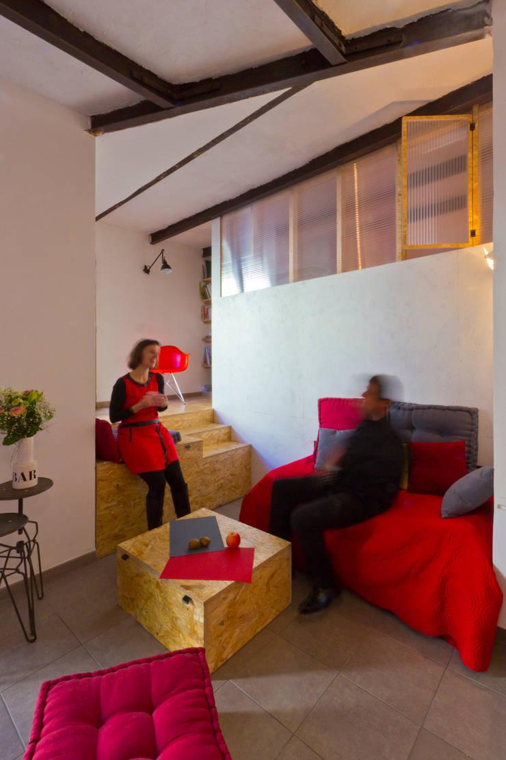 Salas / recibidores de estilo  por Atelier RnB, Industrial