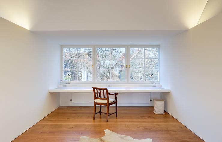 Projekty,  Domowe biuro i gabinet zaprojektowane przez Möhring Architekten
