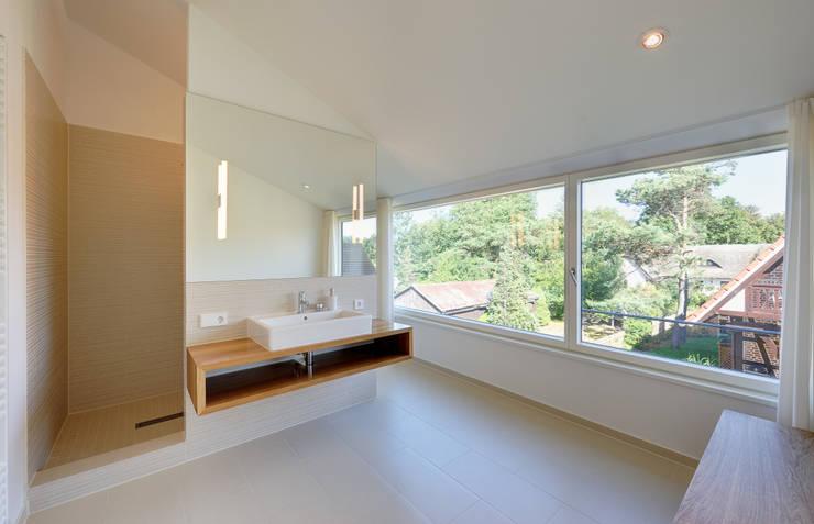 Banheiros  por Möhring Architekten
