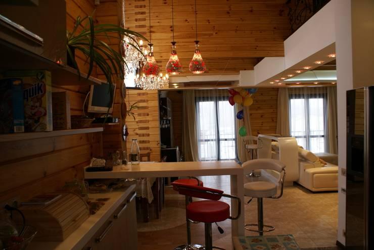 Деревянный дом: Кухни в . Автор – Студия дизайна