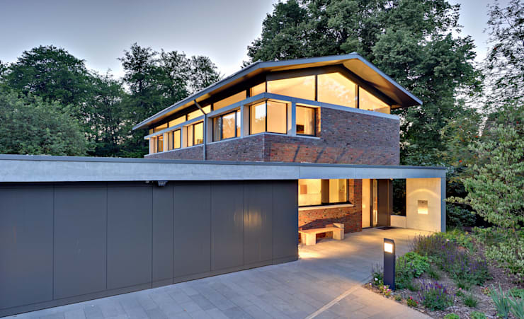 Einfamilienhaus mit schwebendem Dach und Veranda in Bremen:  Häuser von Möhring Architekten