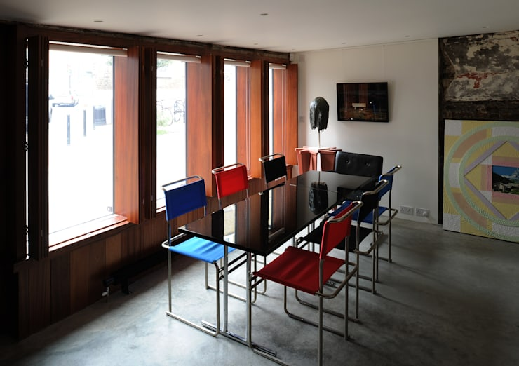 Tanners Hill:  Dining room by The Modern House