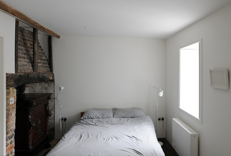 Tanners Hill:  Bedroom by The Modern House