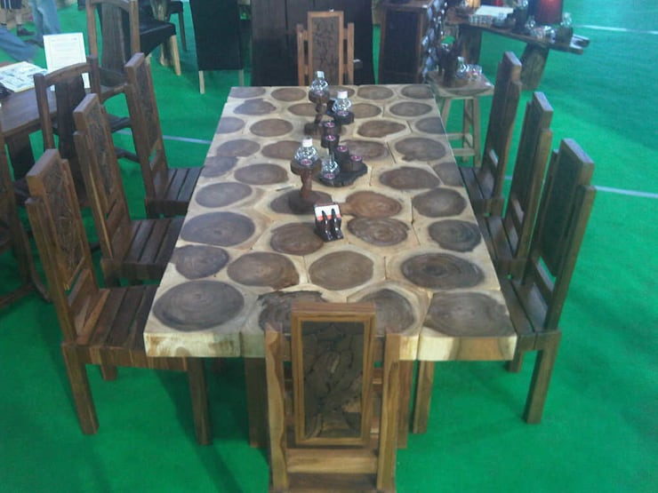 "<q class=""-first"">Something out of the Ordinary!</q>:  Dining room by Mango Crafts"