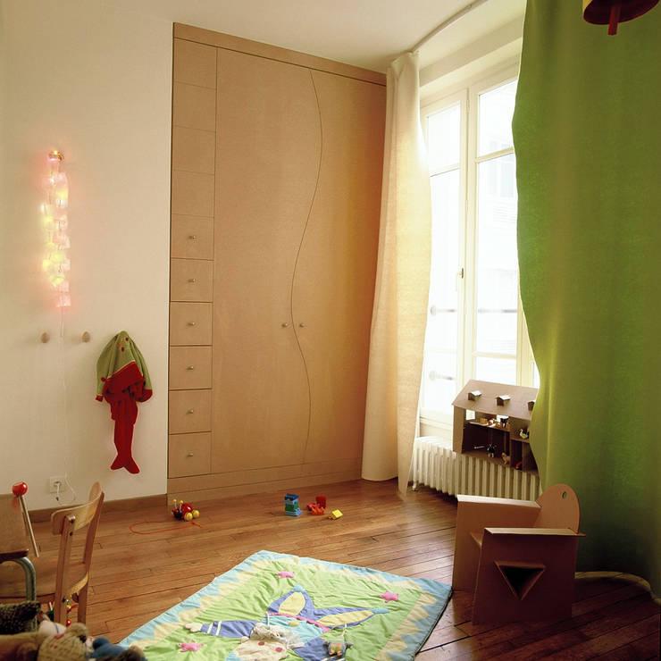 LOFT R - Aménagement d'un plateau à PARIS XI: Chambre d'enfant de style  par Agence d'architecture Odile Veillon / ARCHI-V.O