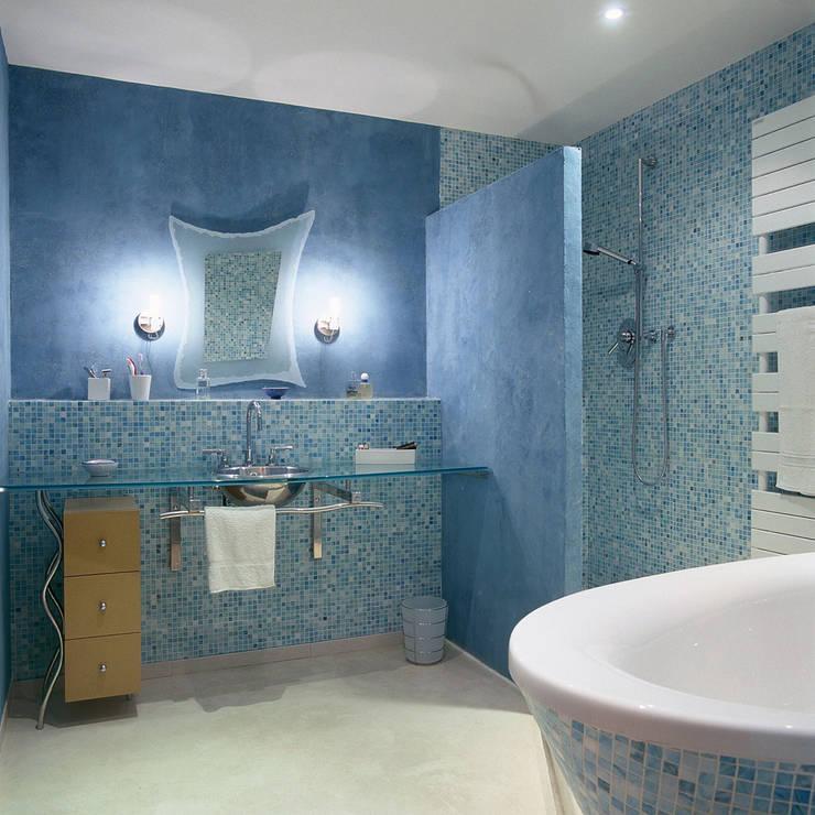 LOFT R - Aménagement d'un plateau à PARIS XI: Salle de bains de style  par Agence d'architecture Odile Veillon / ARCHI-V.O