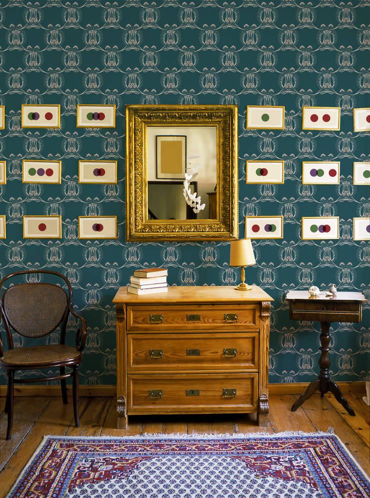 Papier peint Eugène - Collection STILL NOUILLE: Murs & Sols de style  par MUES design
