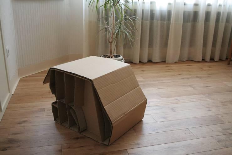Cardboard Seat: Salon de style  par Dellarche
