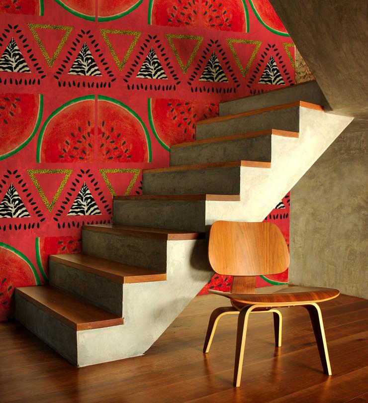 Papier peint Pastrique - Collection TUTTI FRUTTI: Murs & Sols de style  par MUES design