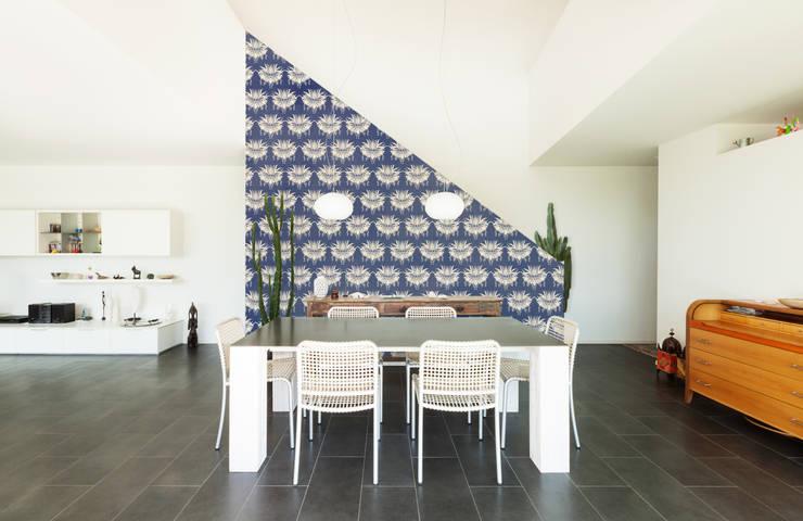Papier peint Jeanne - Collection STILL NOUILLE: Murs & Sols de style  par MUES design