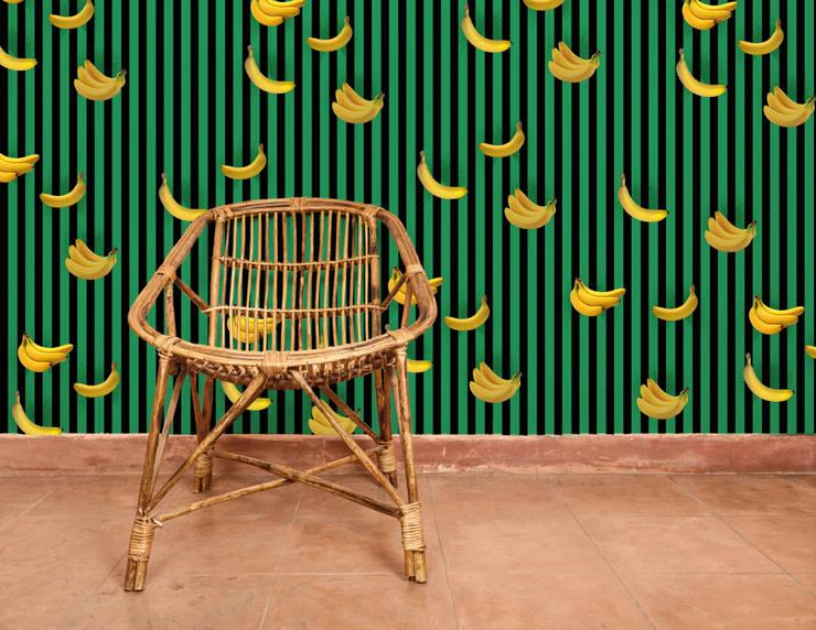 Papier peint Benjamin - Collection TUTTI FRUTTI: Murs & Sols de style  par MUES design