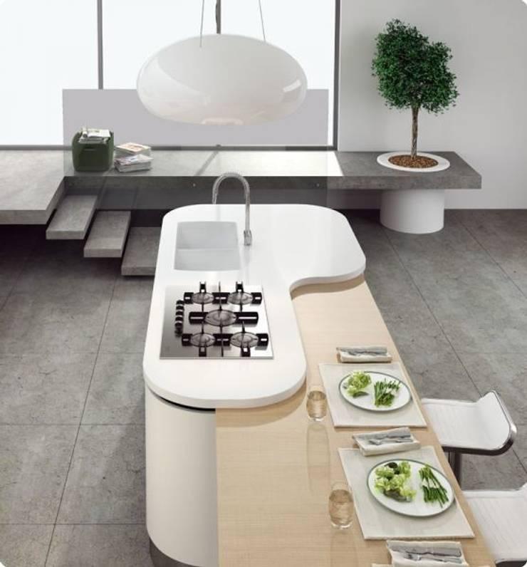 Modello ASIA: Cucina in stile  di Diemme Cucine
