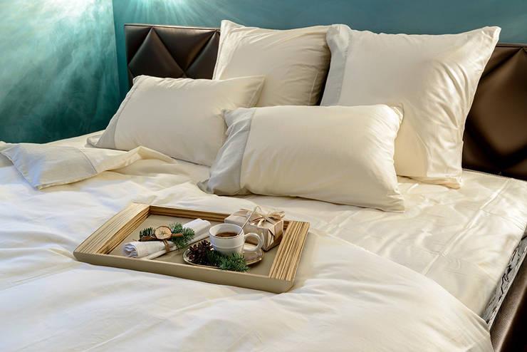 классика в квартире: Спальни в . Автор – Студия дизайна
