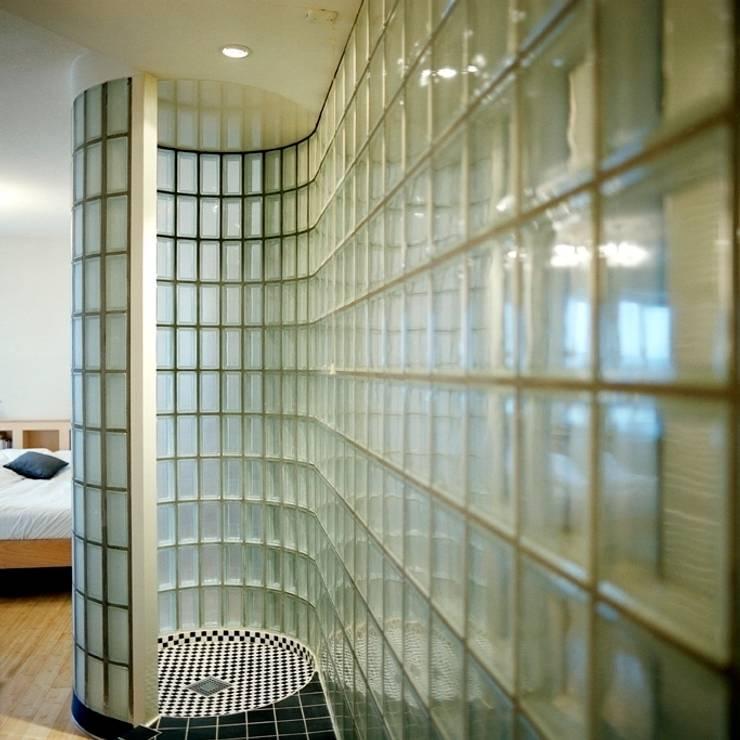Transparante badkamer:  Badkamer door Ab Interieurarchitect