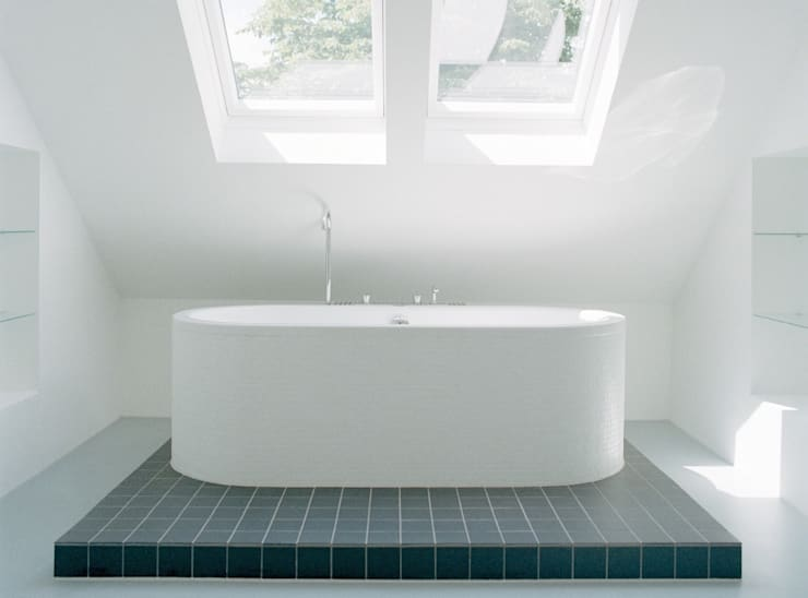 Een minimalistische badkamer :  Badkamer door Ab Interieurarchitect