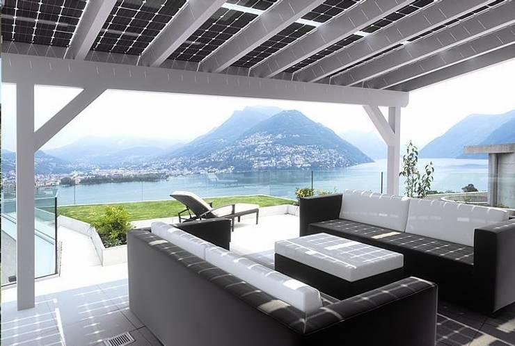 Solar-Glas-Terrassenüberdachung:  Balkon, Veranda & Terrasse von Solarterrassen & Carportwerk GmbH