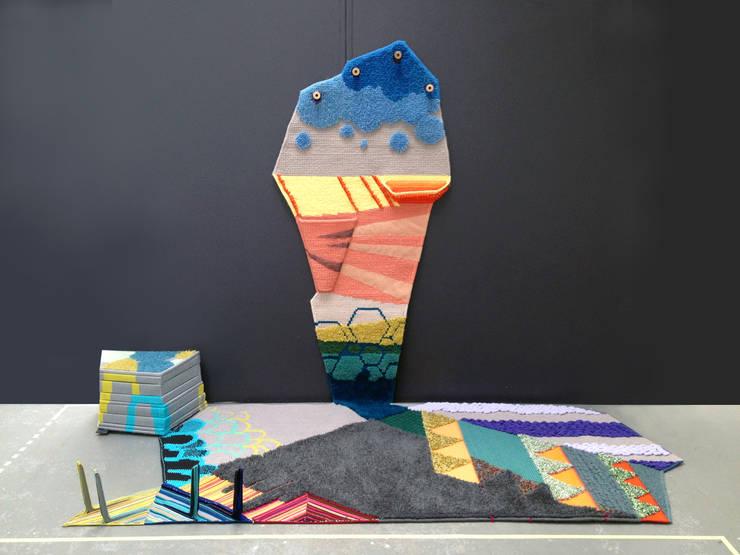 Carpet's Promenade: ATELIER JUNNNE의  벽 & 바닥