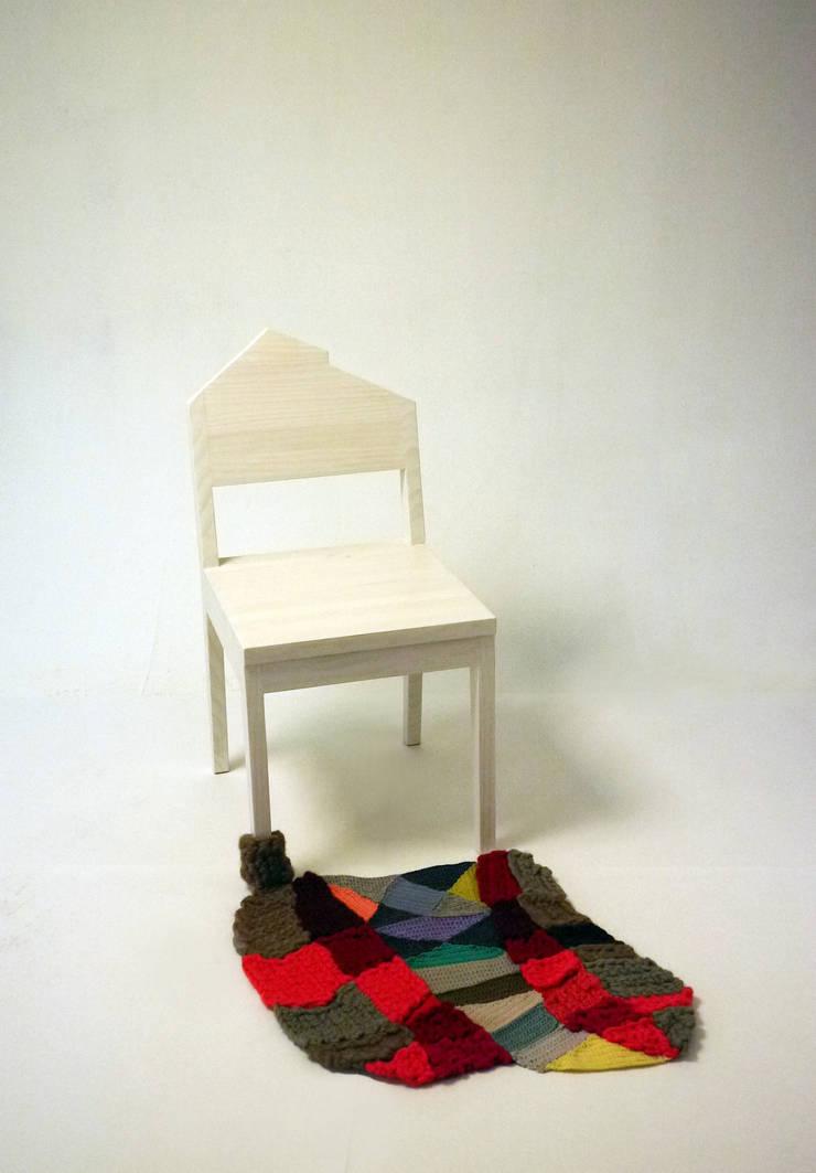 양탄자 그림자. 의자: ATELIER JUNNNE의  아이 방