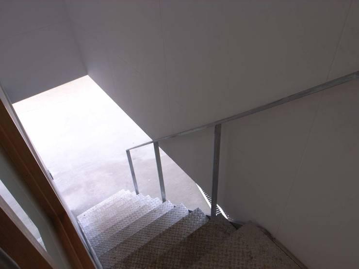 階段: 家山真建築研究室 Makoto Ieyama Architect Officeが手掛けた家です。,オリジナル