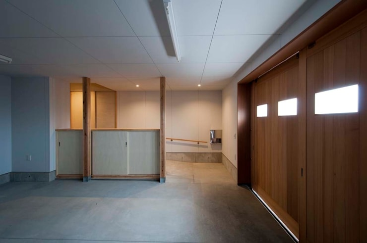 ガレージ: 家山真建築研究室 Makoto Ieyama Architect Officeが手掛けたガレージです。