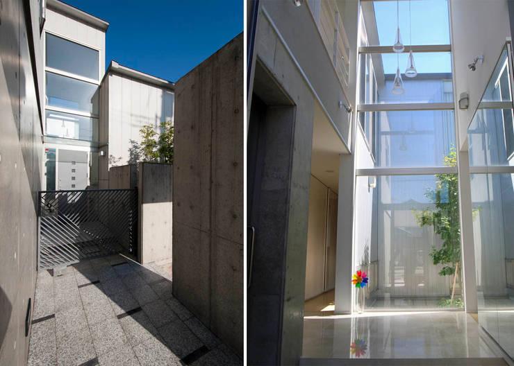 アプローチ・玄関: 家山真建築研究室 Makoto Ieyama Architect Officeが手掛けた家です。