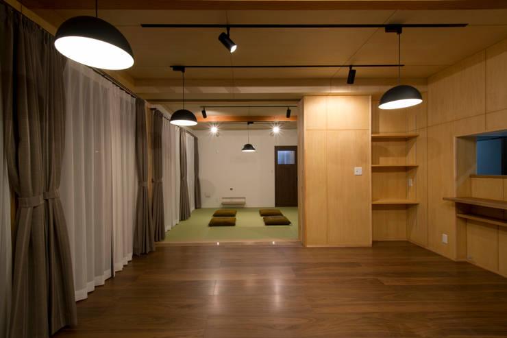鳥の海の家: 藤田渉建築設計事務所が手掛けたダイニングです。