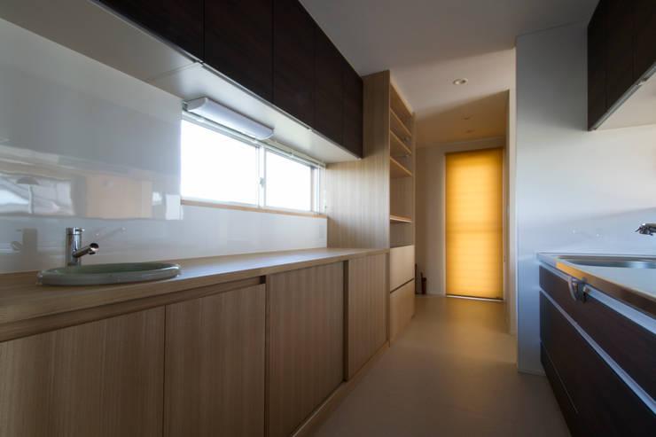 鳥の海の家: 藤田渉建築設計事務所が手掛けたキッチンです。