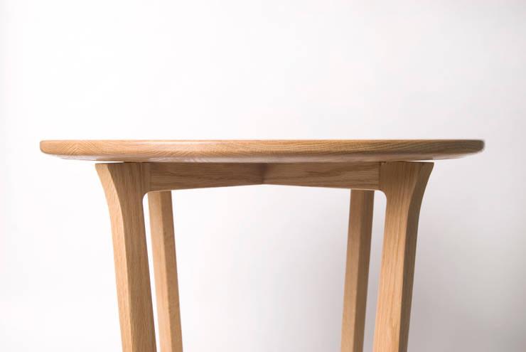 SIDE TABLE: Woodstudio MAUM의  거실