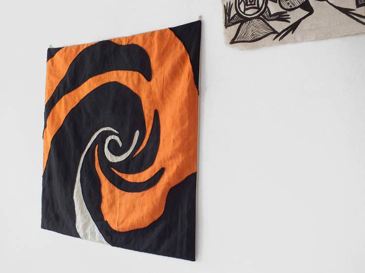 Black Rose -  cuschion/arras:  in stile  di design Inmovimento , Eclettico