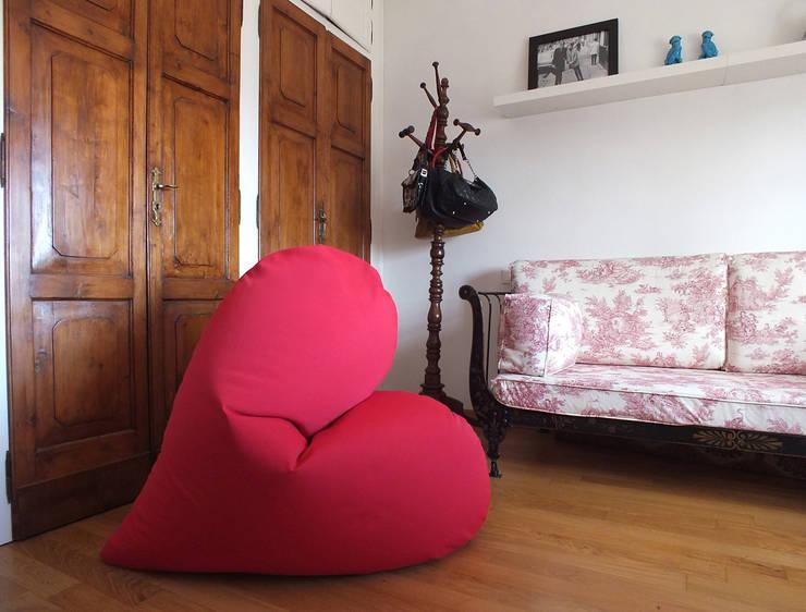 popheArt  beanbag: Soggiorno in stile in stile Moderno di design Inmovimento