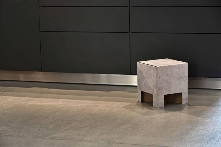 CONCRETE Dutch Design Chair:  Wohnzimmer von Dutch Design,Industrial