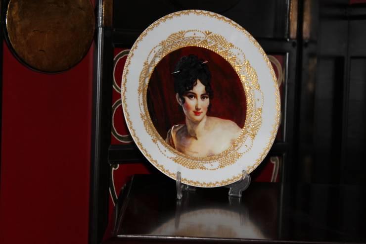 роспись тарелок ,мебели и панелей ,витражи в ресторане г,Кисловодска: Офисные помещения и магазины в . Автор – Абрикос