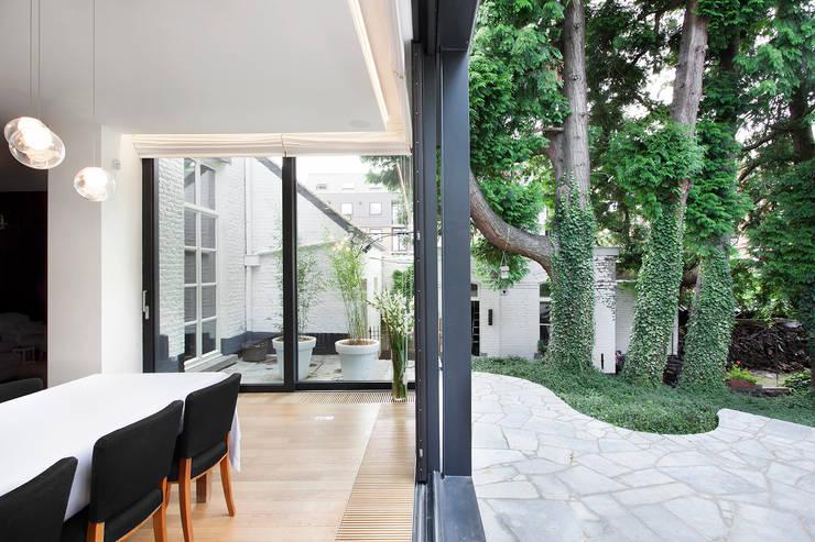 Pièces de vie revisitées: Maisons de style de style Minimaliste par Olivier Vitry Architecture