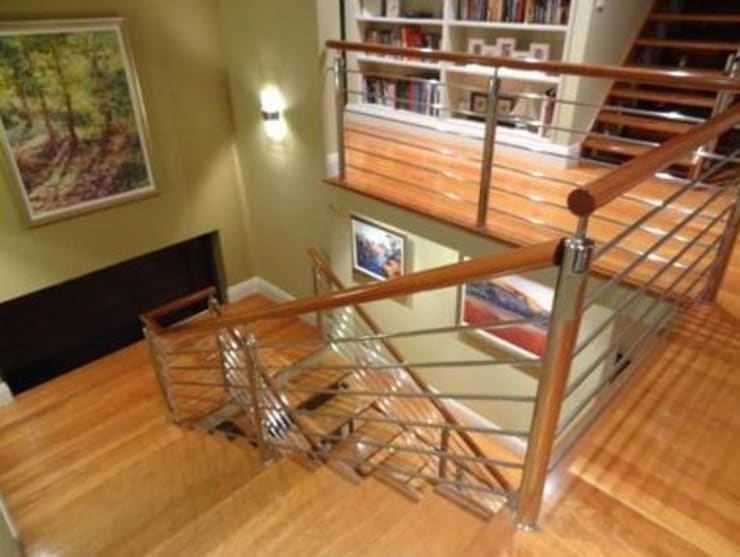 Stairwell makeover with paint and artworks.:  Corridor & hallway by Molyneux Designs