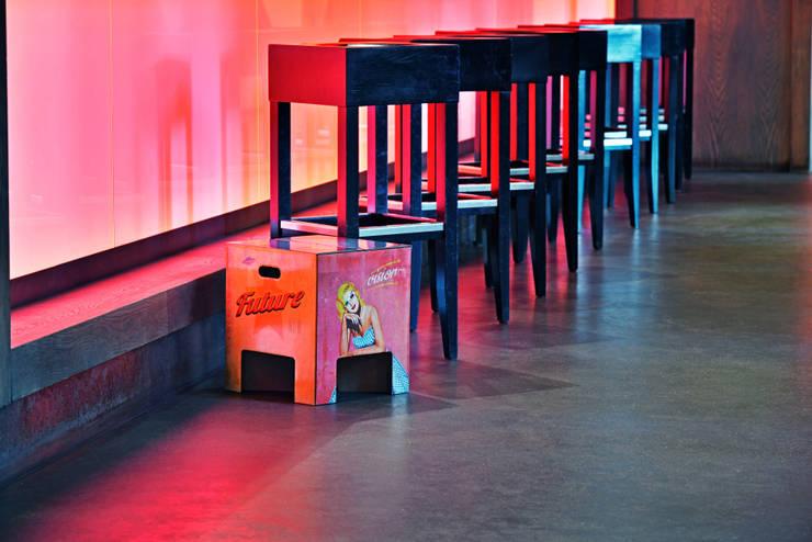 Pasillos, vestíbulos y escaleras de estilo ecléctico de Dutch Design Ecléctico