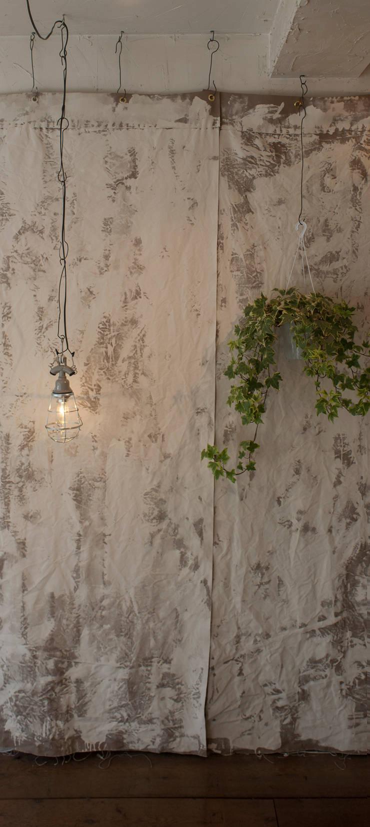 Lien hair atelier: トロッコ一級建築士事務所が手掛けたオフィススペース&店です。