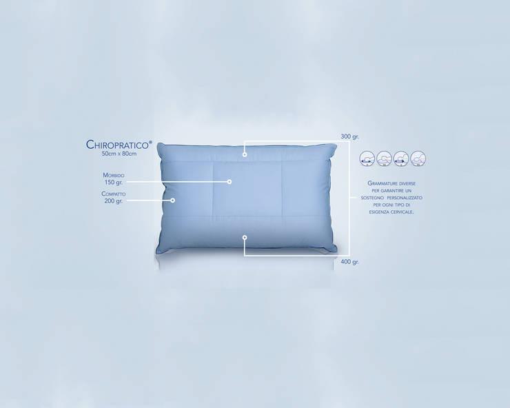 Il cuscino Chiropratico: Camera da letto in stile  di Piumini Danesi