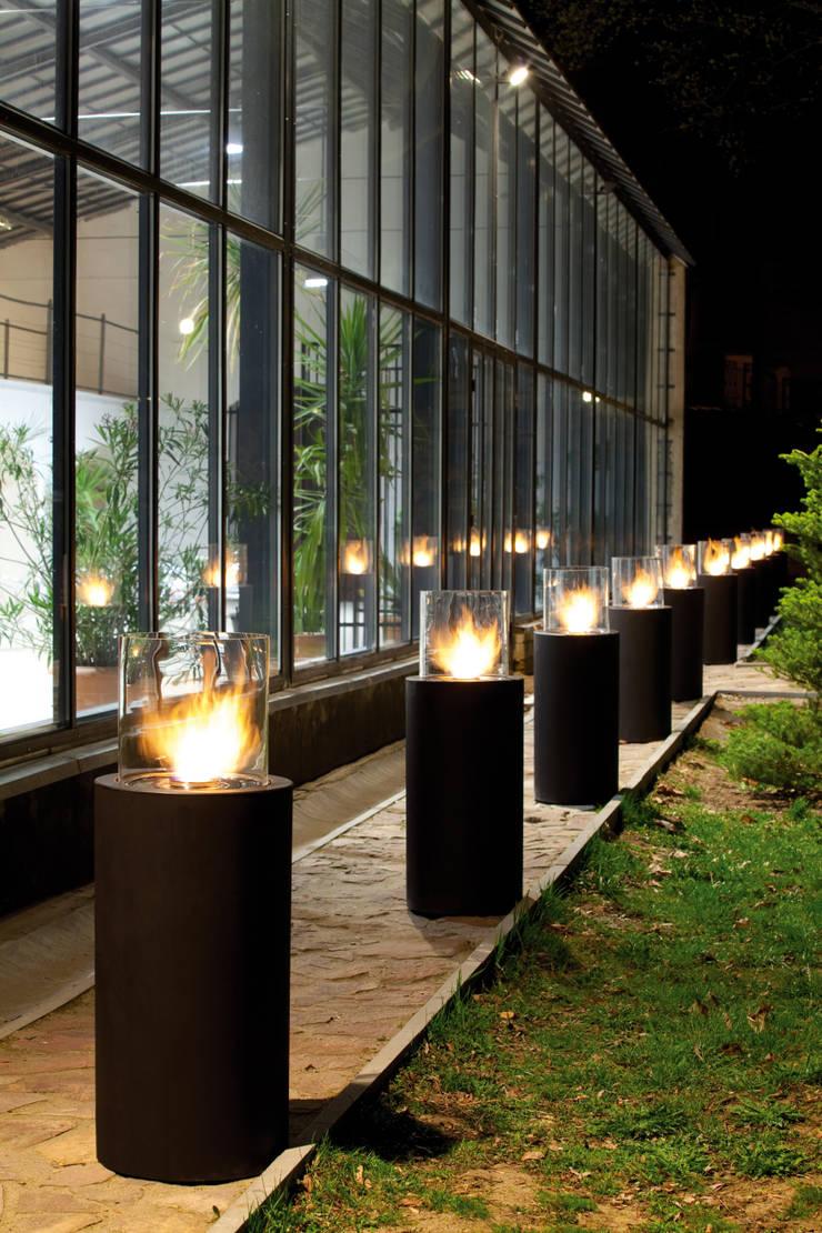Totem Commerce, Planika: styl , w kategorii Ogród zaprojektowany przez Planika Fires