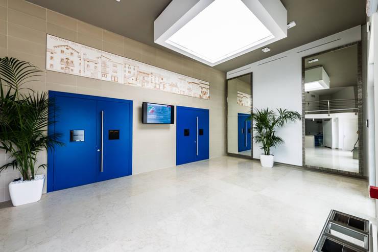 Sede Banca Prealpi a Tarzo:  in stile  di Artufficio s.r.l.,