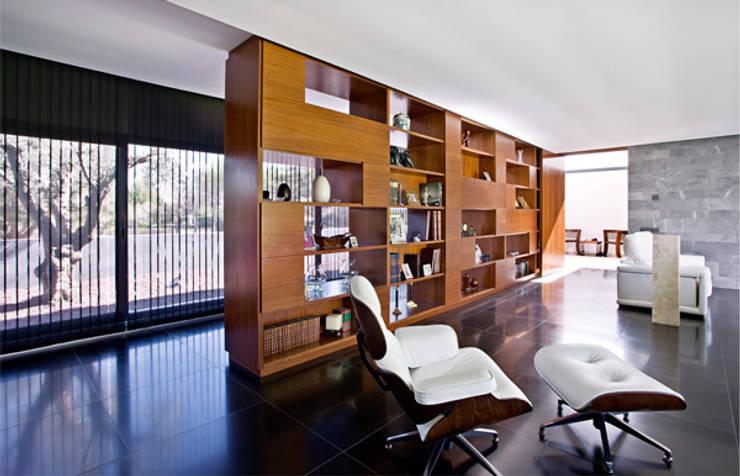 Salón: Salones de estilo  de lightarchitecture studio