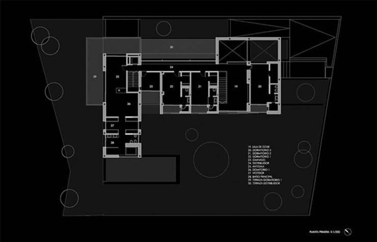 Planta primera:  de estilo  de lightarchitecture studio