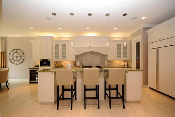 CAMPBELL HOUSE – EDMONTON – ALBERTA – CANADA: Cucina in stile  di Ceramica Fioranese