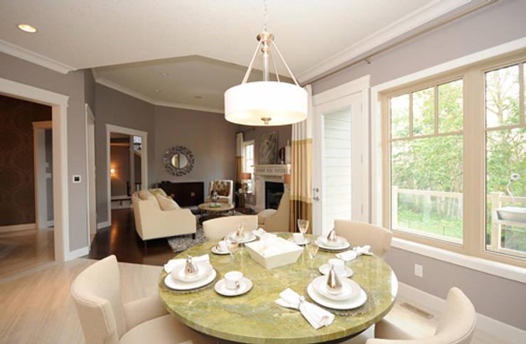 CAMPBELL HOUSE – EDMONTON – ALBERTA – CANADA: Sala da pranzo in stile  di Ceramica Fioranese