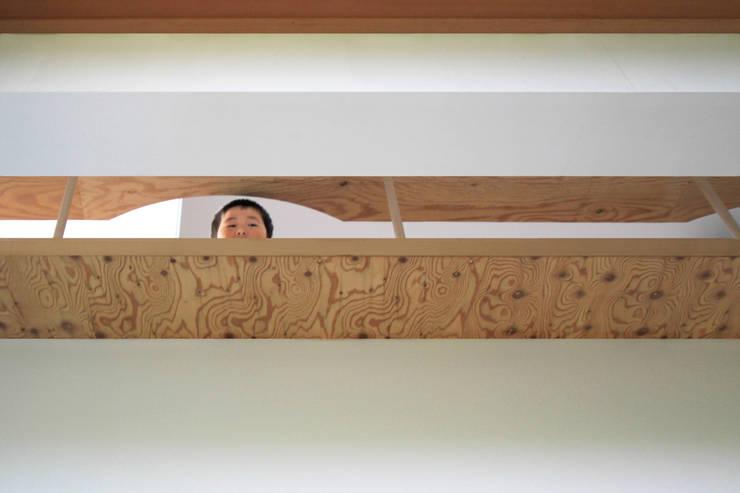 エンガワとのつながり: WAA ARCHITECTS 一級建築士事務所が手掛けた廊下 & 玄関です。